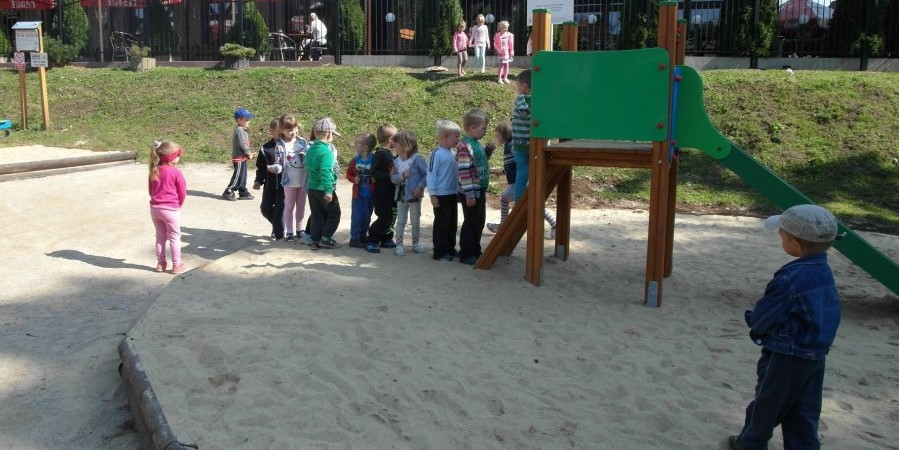 Plac zabaw przy ul. Żołnierskiej w Górnikach