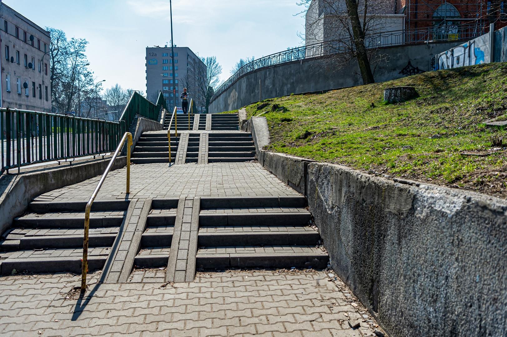 2021 rok pod znakiem inwestycji drogowych - modernizacja i dostosowanie do potrzeb osób niepełnosprawnych ciągu komunikacyjnego Śródmieście - Rozbark przy ul. Chorzowskiej znajdującego się obok powstającego Centrum Sportów Wspinaczkowych i Siłowych