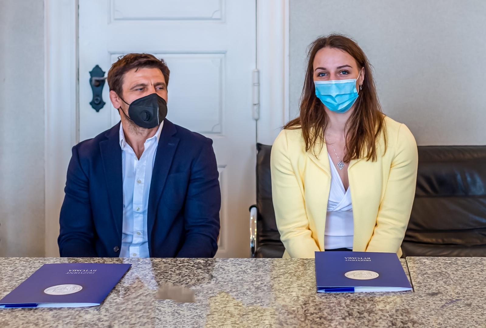 Robert Krawczyk i Beata Pacut podczas spotkania z prezydentem Bytomia Mariuszem Wołoszem