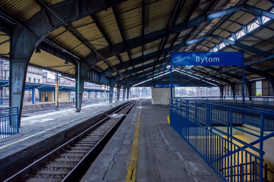 Hala peronowa dworca PKP w Bytomiu