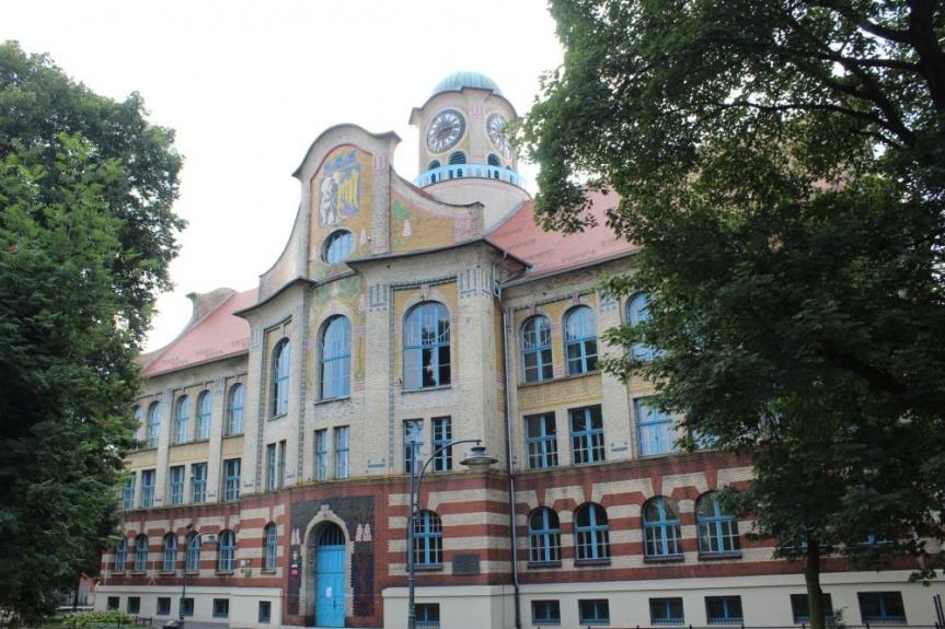 Secesyjny gmach IV Liceum Ogólnokształcącego w Bytomiu